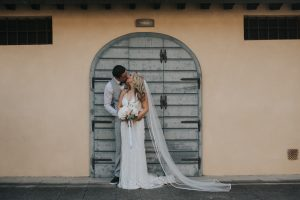irish destinatio wedding photos in tuscany