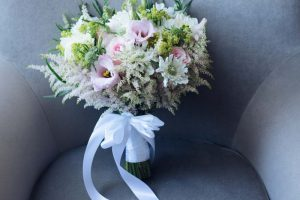 beach wedding in italy - romantic bridal bouquet