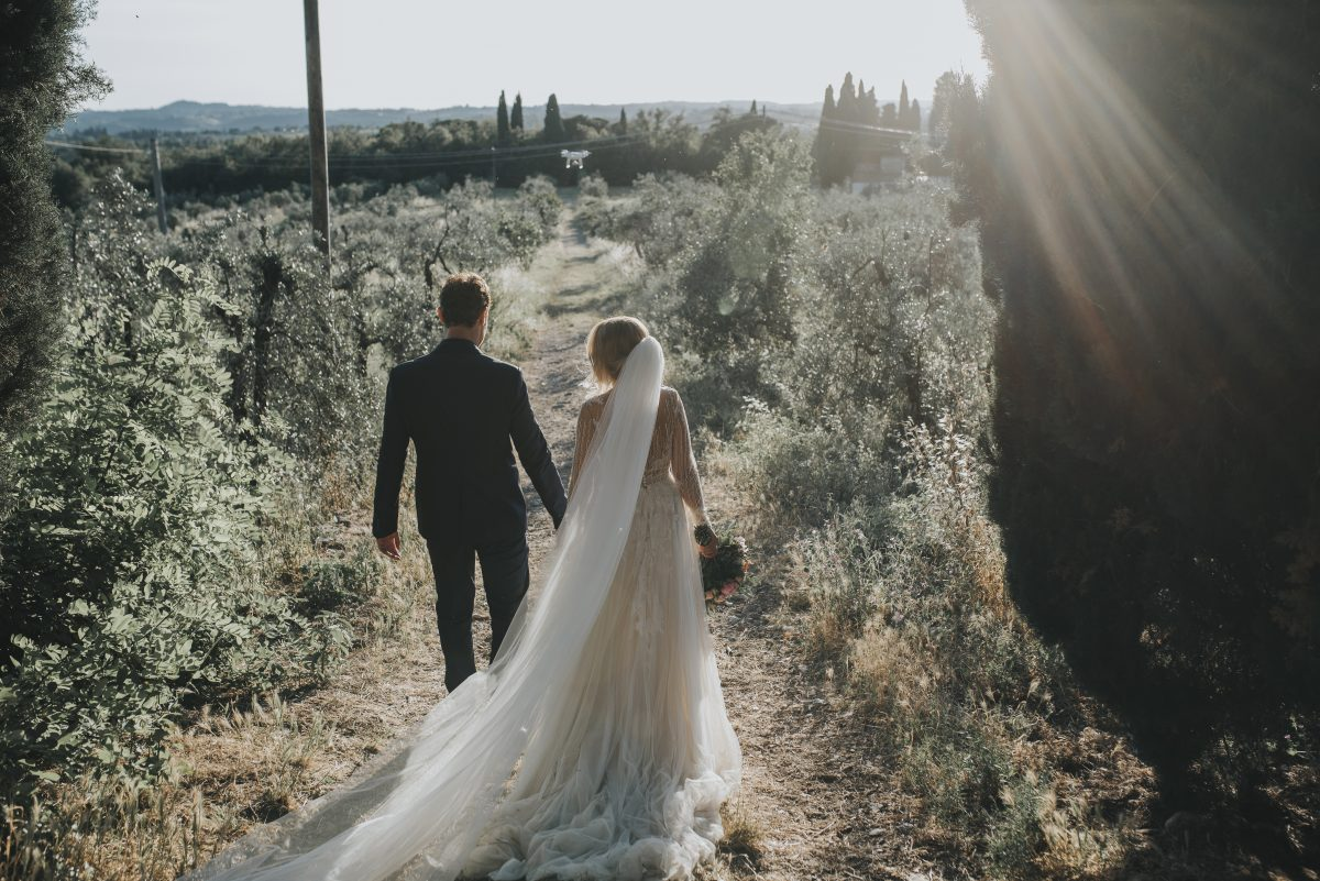 enchanting couple destination wedding in tuscany