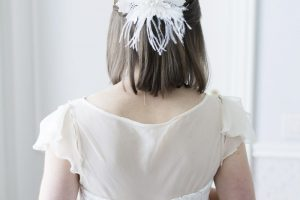 beach wedding italy - stylish bridal head piece