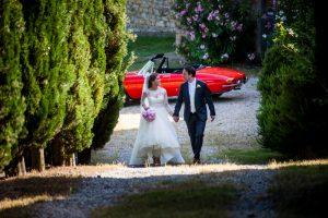 catholic wedding in tuscany - alfa spider bridal car