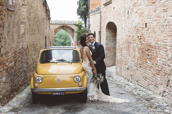 A romantic elopment in Tuscany - fiat 500 bridal car