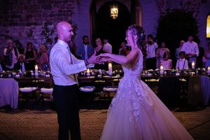 Romantic Castle wedding - stunning wedding moments during couple first dance