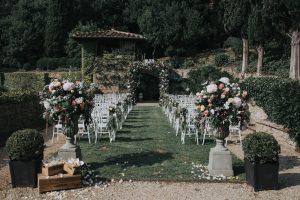 elegant wedding in Florence - garden wedding ceremony