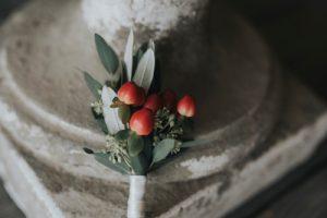 elegant wedding in Florence - groom berries buttonholes