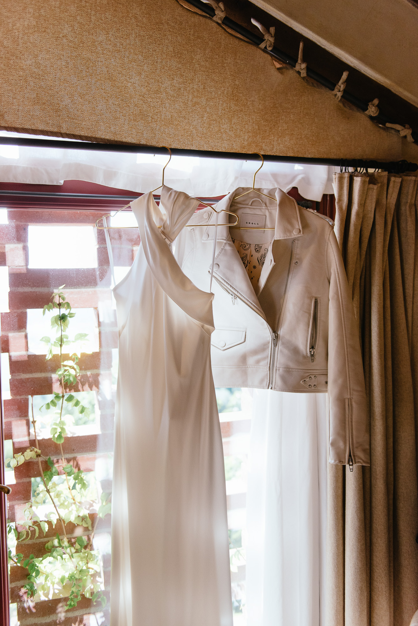 sophisticated wedding in Tuscany - modern wedding dress