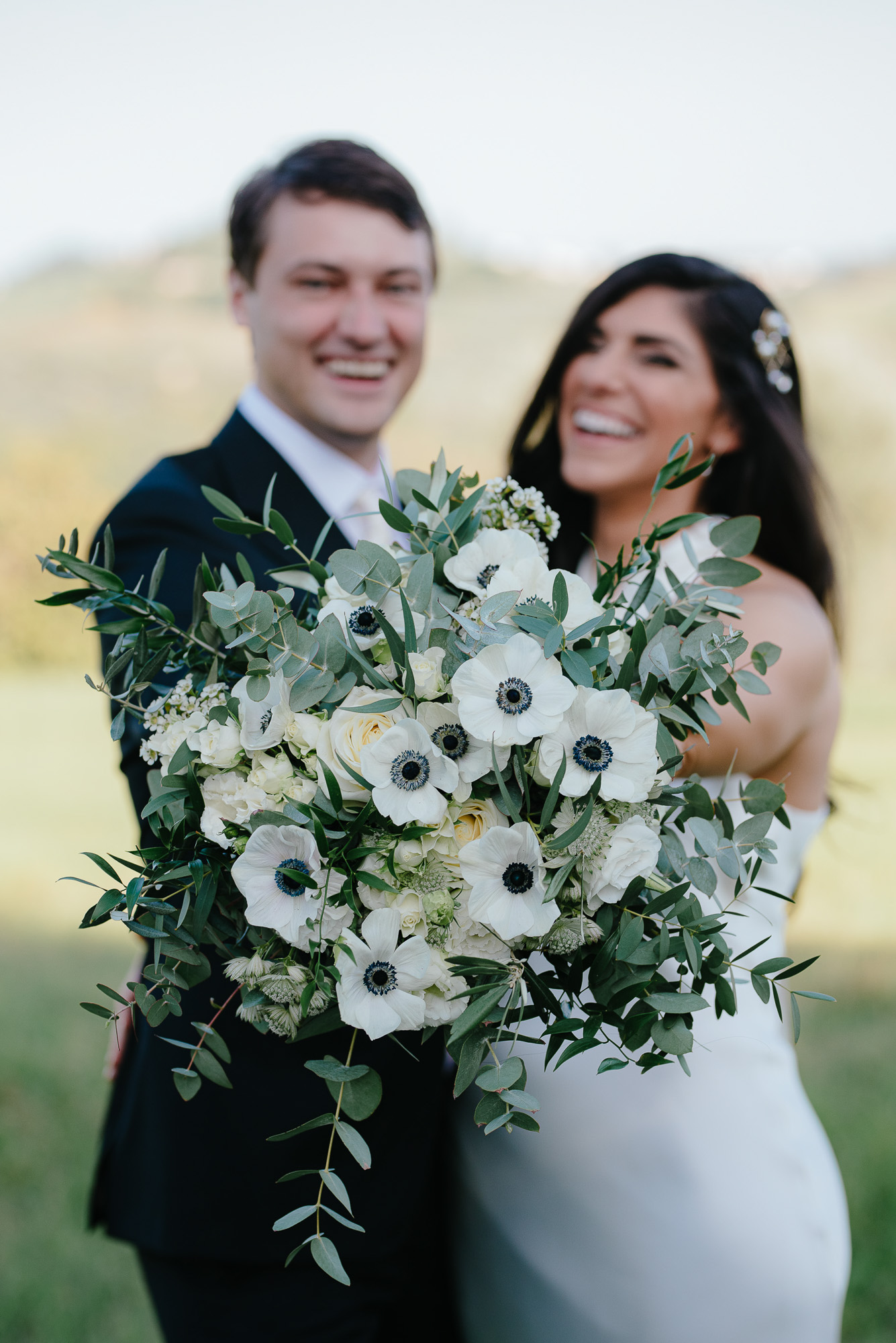 sophisticated wedding in Tuscany - anemones bridal bouquet