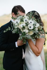 sophisticated wedding in Tuscany - white and green bridal bouquet