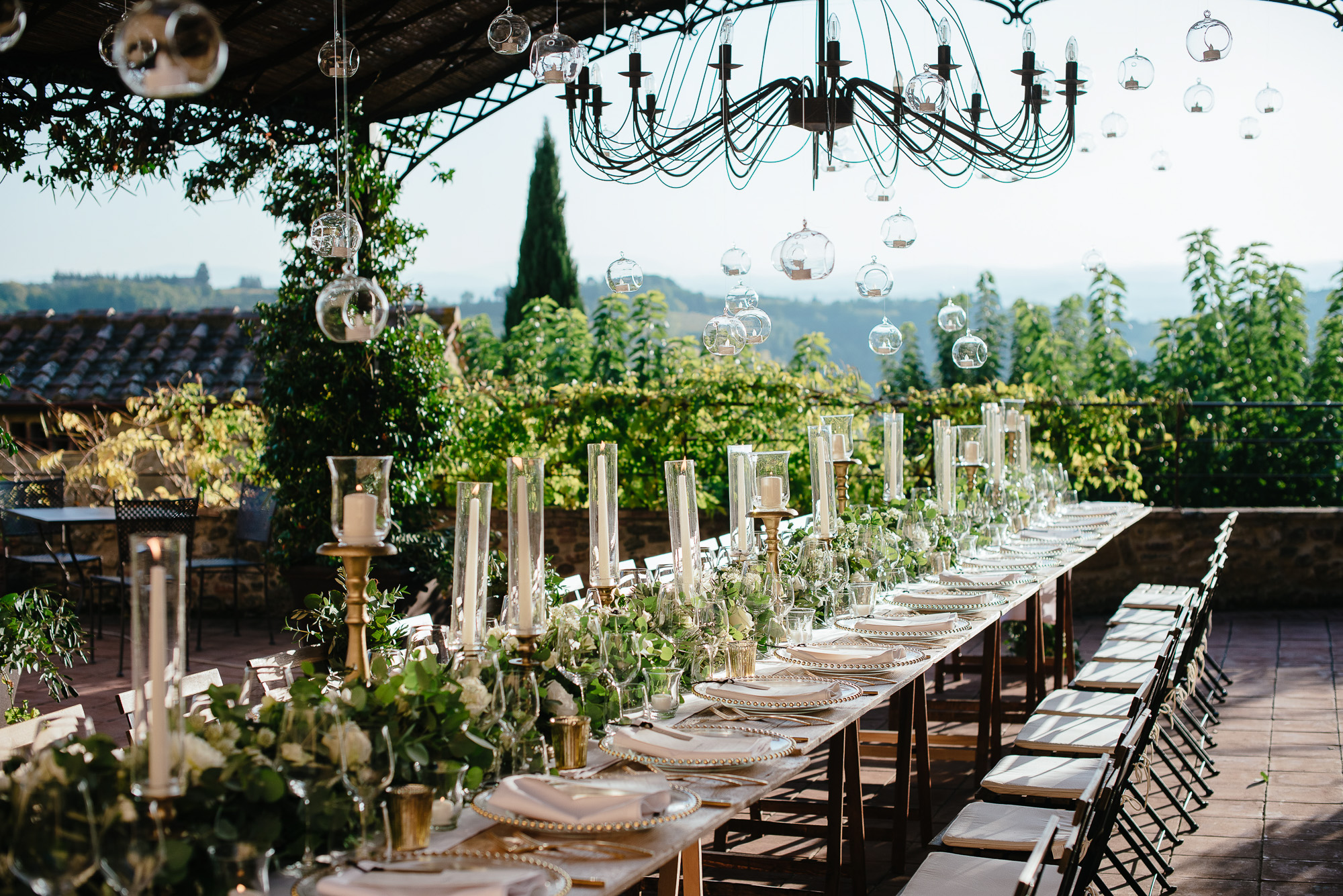 sophisticated wedding in Tuscany - white and green wedding flowers