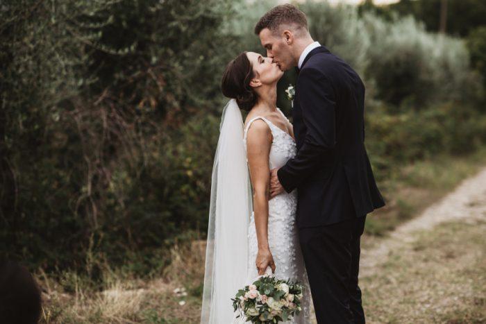 A romantic wedding in Chianti - vineyard photoshoot
