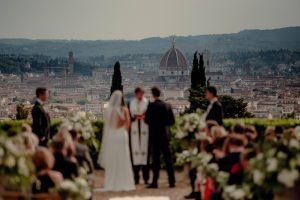 a classy wedding in Florence - wedding ceremony facing the cathedral