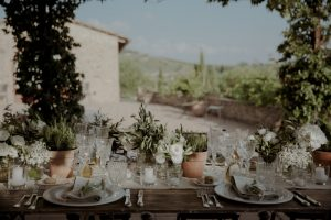 white flowers, baby breath, sage, rosemary and rustic vases for this wedding with a bump in Tuscany
