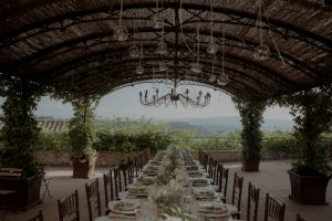 wedding table with vases and aromatic herbs - wedding with a bump in Tuscany