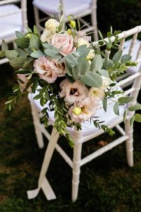 Garden wedding Florence - bouquet for the ceremony chairs in pastel colours