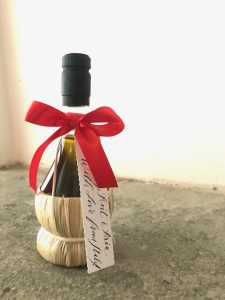 Alternative wedding favours - Olive_Oil_Tuscan_Wedding_Favours_250ml straw bottle 2