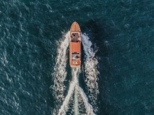 Katia Casprini - drone wedding - couples in a boat