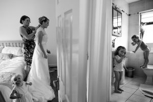 family photos - Bruno Rosa Ph - bride getting ready with her sons