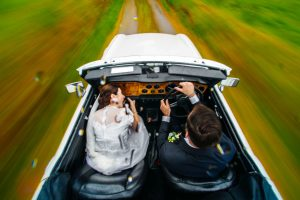 family photos - Bruno Rosa Ph - bride and groom driving the bridal car