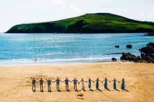 family photos - Bruno Rosa Ph - bridal party photos on the beach