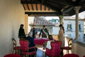 marriage abroad - civil ceremony in the town hall of Fiesole