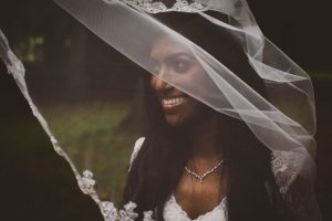 look good wedding pictures - bride with an embrodied veil