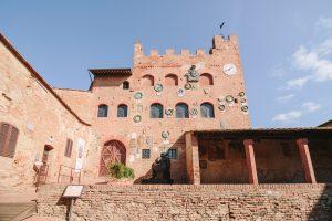 glamorous elopement Italy - certaldo town hall, palazzo pretorio