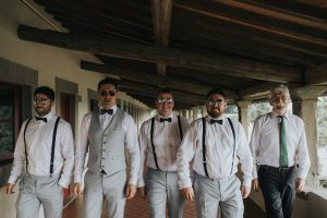 rustic catholic wedding Tuscany - groom and groomsmen picture with sun glasses