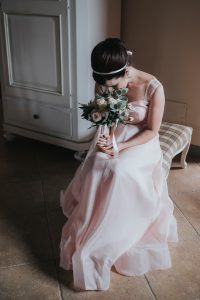 rustic catholic wedding Tuscany - bridesmaid with green and white bouquet and a blush pink dress