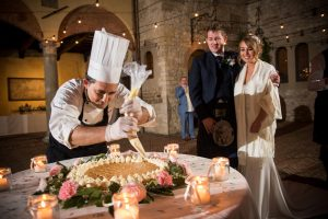 Scottish wedding - Wed in Florence  - making the italian wedding cake in front of the guest