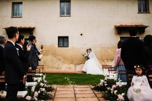 chinese wedding tuscany - entrance of the bride  - wed in florence