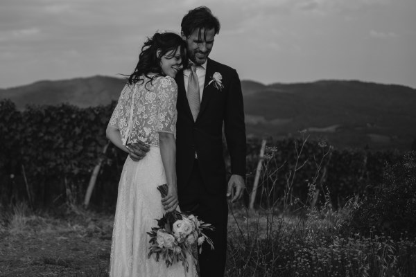 organic wedding - balck and white bride and groom picture
