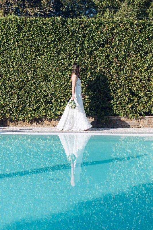 simple wedding - bride at the aperitif